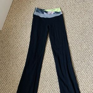 Lululemon yoga pants with cute waiste ban Size 4